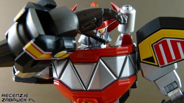 Nawet pozornie pozbawionemu emocji robotowi można nadać dużo charakteru umiejętnie zasłaniając jego głowę.